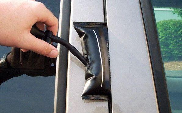 Сел аккумулятор Хендай Солярис - как попасть в салон автомобиля?