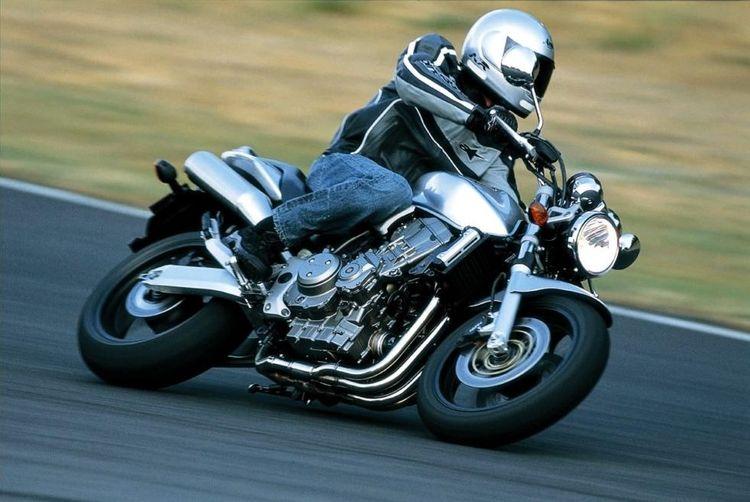Обзор Honda CB 900 F Hornet - типичный дорожный мотоцикл