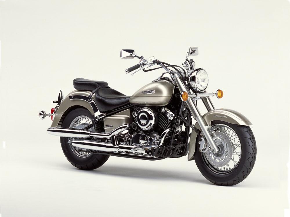 Yamaha XVS 1100 Drag Star (V-Star 1100) - круизер в стиле хай-тек