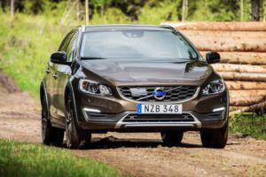 Актуализированный Volvo V60 Cross Country универсал видео