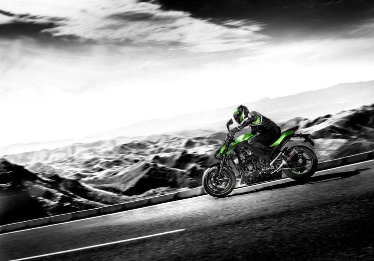 Мотоцикл Kawasaki Z1000 - новый уличный боец в классе нейкед