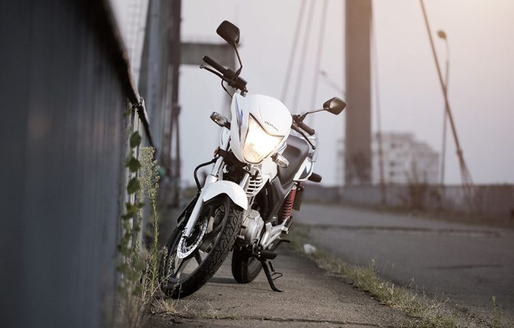 Мотоцикл Honda CB 125 - типичный байк для городской среды