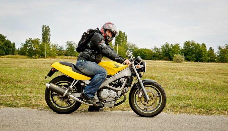 Мотоцикл Хонда VT 250 Spada