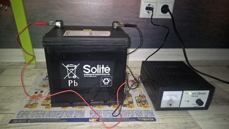 Как снять и зарядить аккумулятор на Киа Рио?