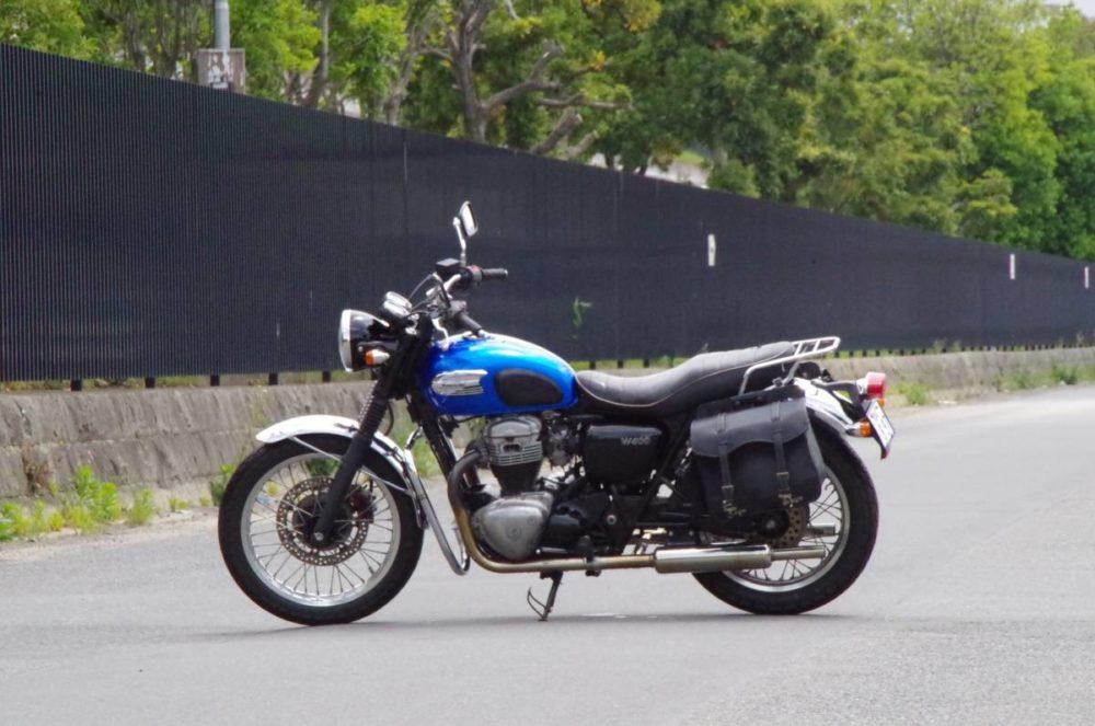Мотоцикл Kawasaki W400 - это ретро-классический мотоцикл