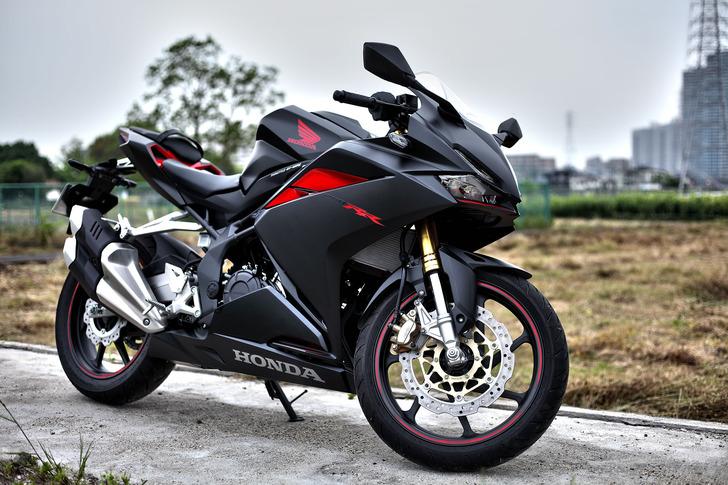 Honda CBR 250 RR - спортивный мотоцикл из 90х